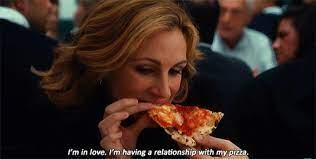Liz comiendo pizza. Película Comer, rezar, amar
